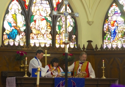 Indigenous Spiritual Ministry of Mishamikoweesh Bishop Lydia Mamakwa, centre, National Indigenous Bishop Mark MacDonald, right, and Diocese of Algoma Bishop Stephen Andrews, left, during the Dec. 6 Cree language service at St. Paul's Anglican Church in Thunder Bay.  Photo by Rick Garrick
